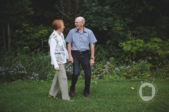 Grandparents romantic session portrait. Séance de couple avec grand-parents au Québec| Lisa-Marie Savard Photographie | Montreal Quebec Saguenay | www.lisamariesavard.com