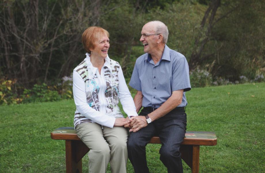 Elderly senior couple. Grandparents romantic portraits. Photos de couple grands-parents
