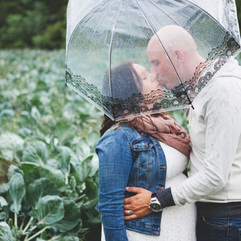 Rainy maternity photos. Séance maternité à Mirabel maternity photoshoot