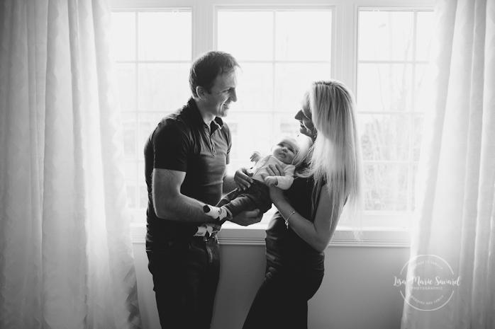 Lifestyle newborn family session in baby's room Montreal. Séance nouveau-né famille lifestyle à la maison à Montréal |Lisa-Marie Savard Photographie |Montréal, Québec |www.lisamariesavard.com
