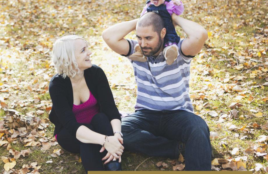 Fall mini sessions family photographer in Montreal Canada. Minis séances d'automne photographe famille maternité enfants à Montréal