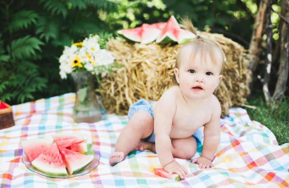 Watermelon smash photos. First birthday Smash the Cake alternative. Séance de premier anniversaire Melon Smash à Montréal