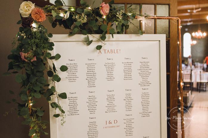 Rustic wedding reception decor seating chart flowers greenery rose gold arch. Julie et Denis mariage champêtre rustique à l'Abbaye d'Oka Montréal Laurentides |Lisa-Marie Savard Photographie |Montréal, Québec