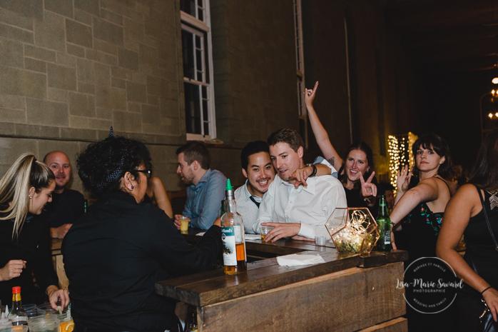 Rustic wedding reception rainy day dancing funny laughing smiling guests alcohol drunk guests. Julie et Denis mariage champêtre rustique à l'Abbaye d'Oka Montréal Laurentides |Lisa-Marie Savard Photographie |Montréal, Québec