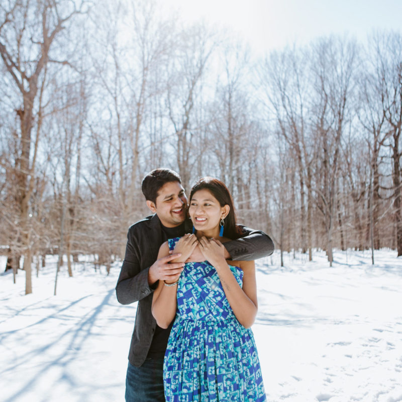 Winter engagement session. Photos de fiançailles à Montréal en hiver Parc Angrignon. Montreal winter engagement session