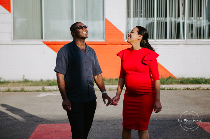 Urban maternity photo graffiti street art murals. Urban maternity session urban engagement session. Biracial maternity photos. Mixed couple swirl couple swirl life. Séance photo à Le Champ Libre Royalmount à Montréal. Photographe maternité à Montréal. Séance photo maternité à Montréal |  Lisa-Marie Savard Photographie | Montréal, Québec | www.lisamariesavard.com