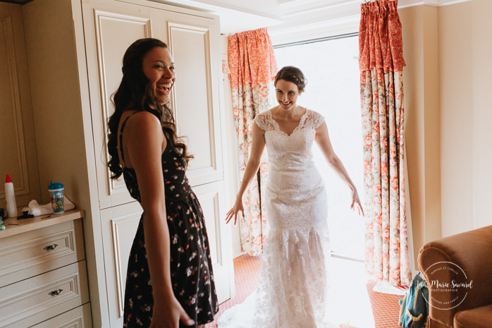 Bride's friend reaction after seeing her dress. Bride smiling after seeing her dress. Bride getting ready with her bridesmaids in a hotel room. Simple intimate wedding in Quebec City. Outdoor wedding in Quebec City. Quebec City wedding photographer. Mariage au Manoir du Lac Delage. Mariage à Québec. Photographe de mariage à Québec. Mariage Lac Delage | Lisa-Marie Savard Photographie | Montréal, Québec | www.lisamariesavard.com