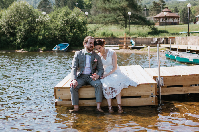 Wedding photos on dock. Bride and groom sitting on dock by the lake with feet in water. Simple intimate wedding in Quebec City. Outdoor wedding in Quebec City. Quebec City wedding photographer. Mariage au Manoir du Lac Delage. Mariage à Québec. Photographe de mariage à Québec. Mariage Lac Delage | Lisa-Marie Savard Photographie | Montréal, Québec | www.lisamariesavard.com