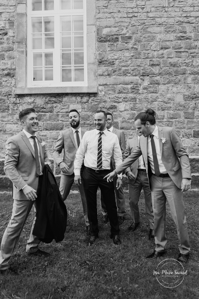 Outdoor wedding in a flower field. Flower field wedding. Flower farm wedding. Indoor Catholic wedding laid back Catholic wedding. Groom getting ready with groomsmen outside of church. Mariage chez Les Fleurs Maltais à Chicoutimi. Photographe mariage Saguenay. Montreal wedding photographer | Lisa-Marie Savard Photographie | Montréal, Québec | www.lisamariesavard.com