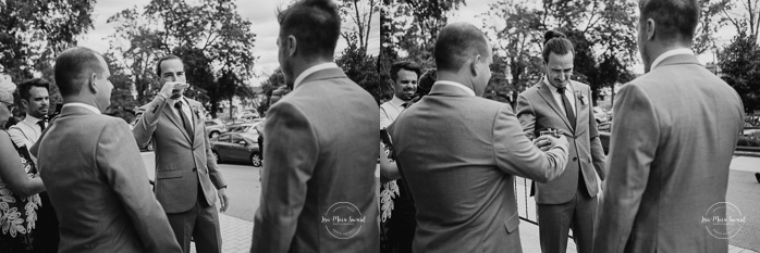 Outdoor wedding in a flower field. Flower field wedding. Flower farm wedding. Indoor Catholic wedding laid back Catholic wedding. Groomsmen drinking alcohol before Catholic ceremony. Mariage chez Les Fleurs Maltais à Chicoutimi. Photographe mariage Saguenay. Montreal wedding photographer | Lisa-Marie Savard Photographie | Montréal, Québec | www.lisamariesavard.com