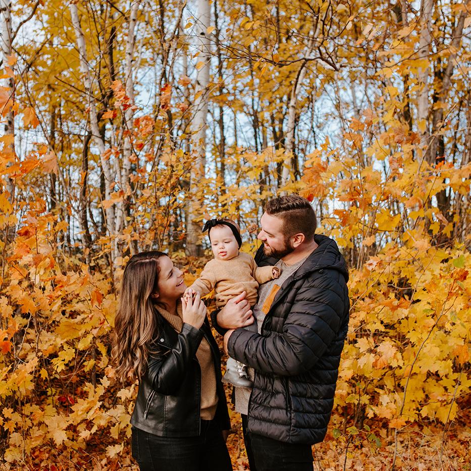 Photographe de famille à Montréal. Montreal family photographer. Photos de famille en automne à Montréal. Montreal fall family session. Lisa-Marie Savard Photographie