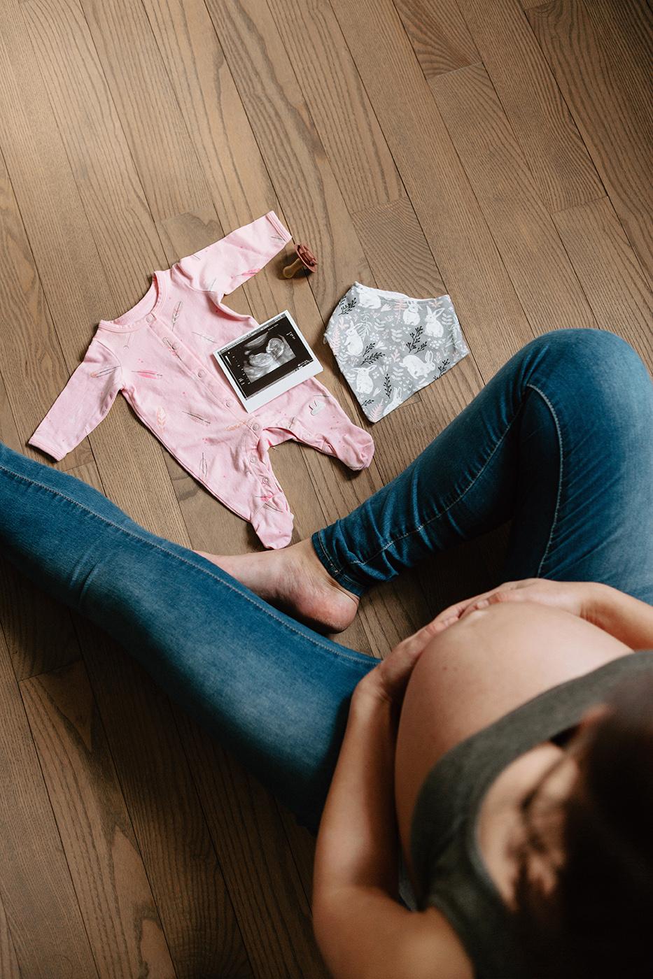 Photographe maternité à Montréal. Séance maternité à Montréal. Photographe lifestyle Montréal. Montreal maternity photographer. Montreal maternity photoshoot. Montreal lifestyle photographer | Lisa-Marie Savard Photographie | Montréal, Québec | www.lisamariesavard.com