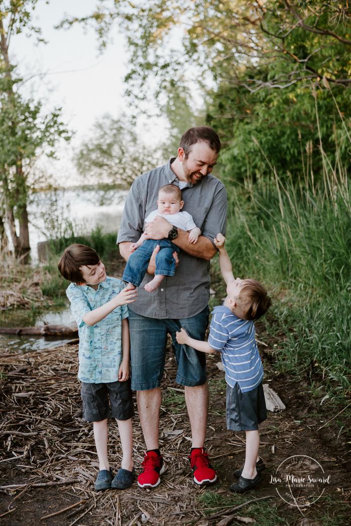 Dad with three sons. Outdoor family photos. Photographe de famille à Verdun. Verdun family photographer.