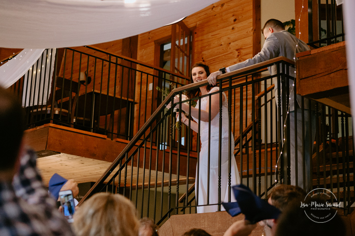 Rustic reception inside old barn. Bride and groom entrance reception venue. Photographe de mariage au Saguenay.