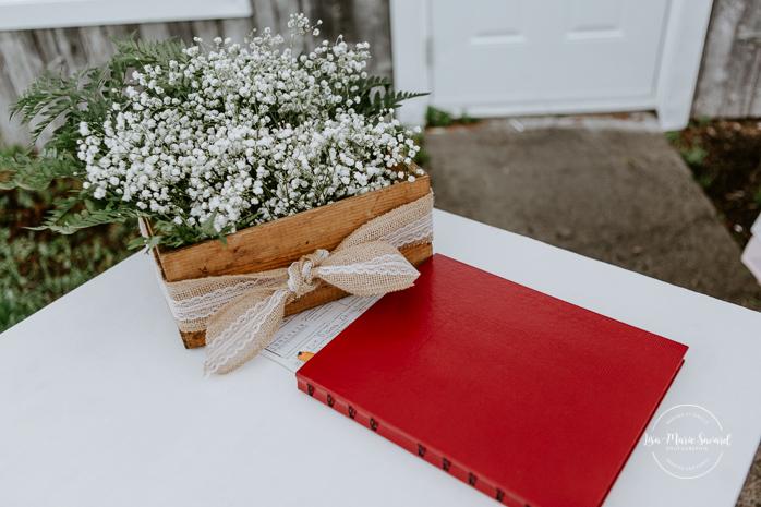 Rustic barn wedding photos. Mariage à l'Orée des Champs au Lac-Saint-Jean. Photographe de mariage au Saguenay.
