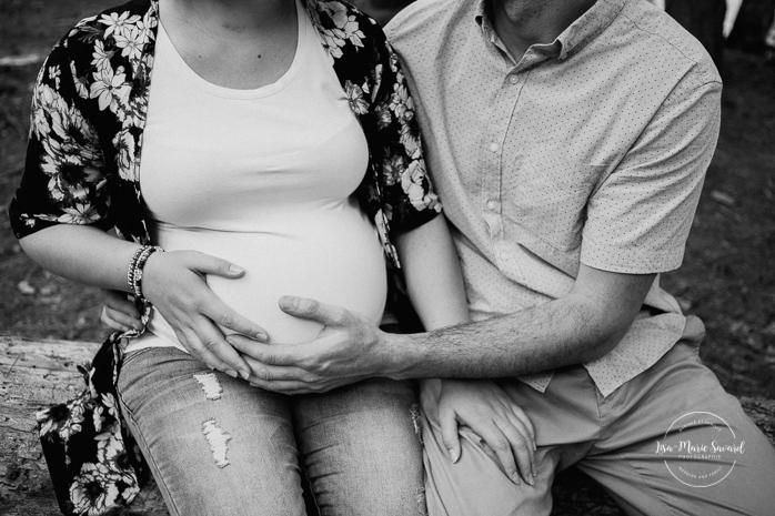 Forest maternity photos. Photographe de maternité sur la Rive-Nord. Parc de la Rivière du Nord. Montreal maternity photographer