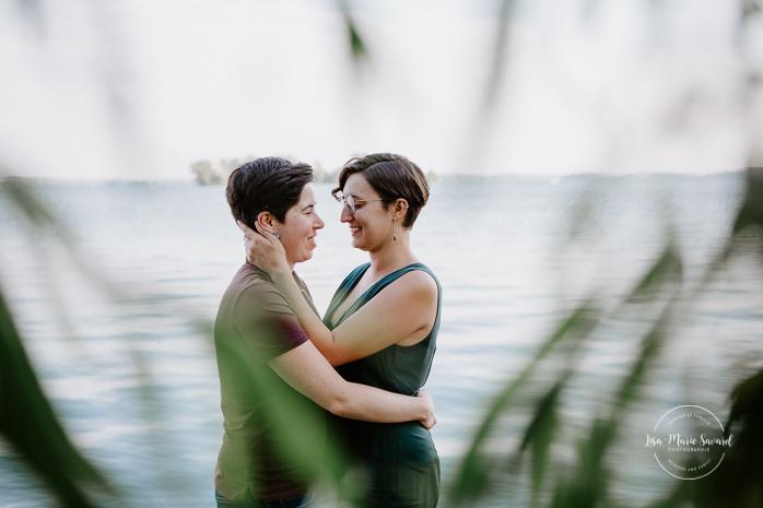 LGBTQ engagement photos. Lesbian engagement session. Séance fiançailles à Montréal. Photographe LGBTQ à Montréal. Montreal engagement photographer. Montreal LGBTQ friendly photographer
