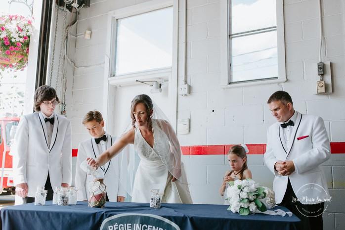 Unity sand ceremony with children. Fire station wedding ideas. Wedding inside a real fire station. Mariage dans une caserne de pompier. Mariage à Sainte-Agathe-des-Monts. Photographe de mariage dans les Laurentides. Laurentians wedding photographer.