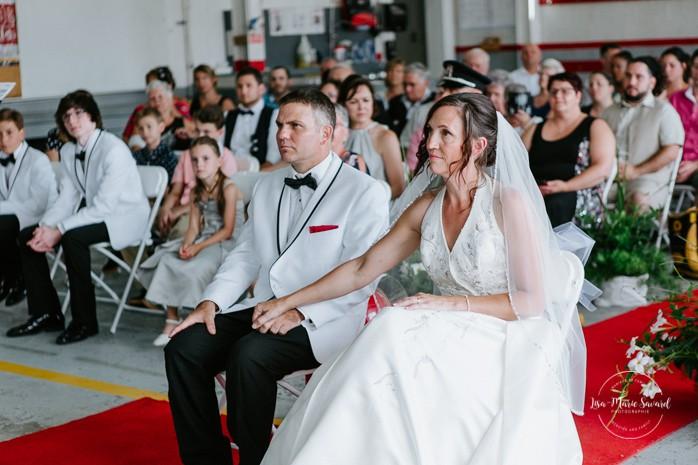 Fire station wedding ideas. Wedding inside a real fire station. Mariage dans une caserne de pompier. Mariage à Sainte-Agathe-des-Monts. Photographe de mariage dans les Laurentides. Laurentians wedding photographer.