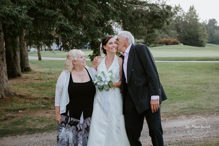 Golf club wedding family photos. Mariage à Sainte-Agathe-des-Monts. Mariage an golf de Val-Morin. Photographe de mariage dans les Laurentides. Laurentians wedding photographer.
