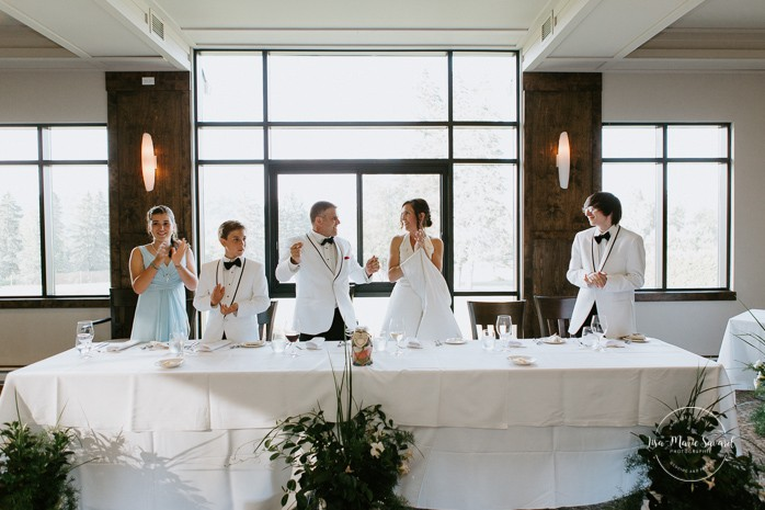 Bride and groom entrance at the reception. Mariage à Sainte-Agathe-des-Monts. Mariage an golf de Val-Morin. Photographe de mariage dans les Laurentides. Laurentians wedding photographer.