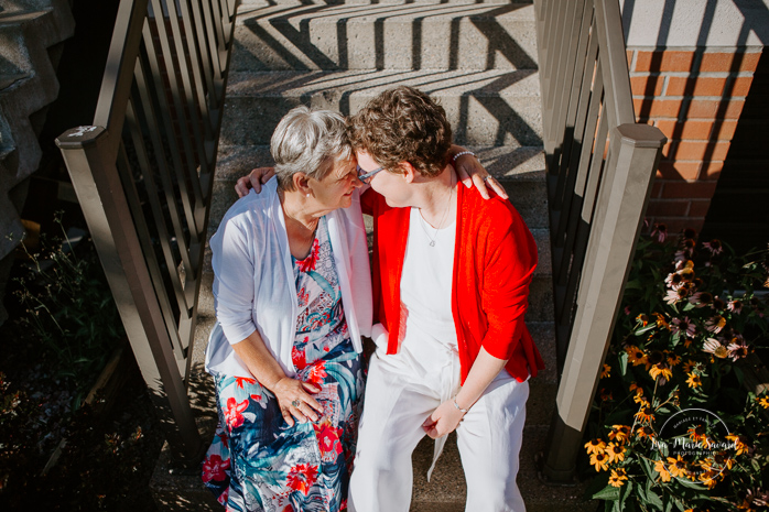 Same sex wedding with older couple. Lesbian wedding with older couple. Older couple photos. Mariage gai avec femmes âgées. Montreal intimate wedding. Montreal same sex wedding