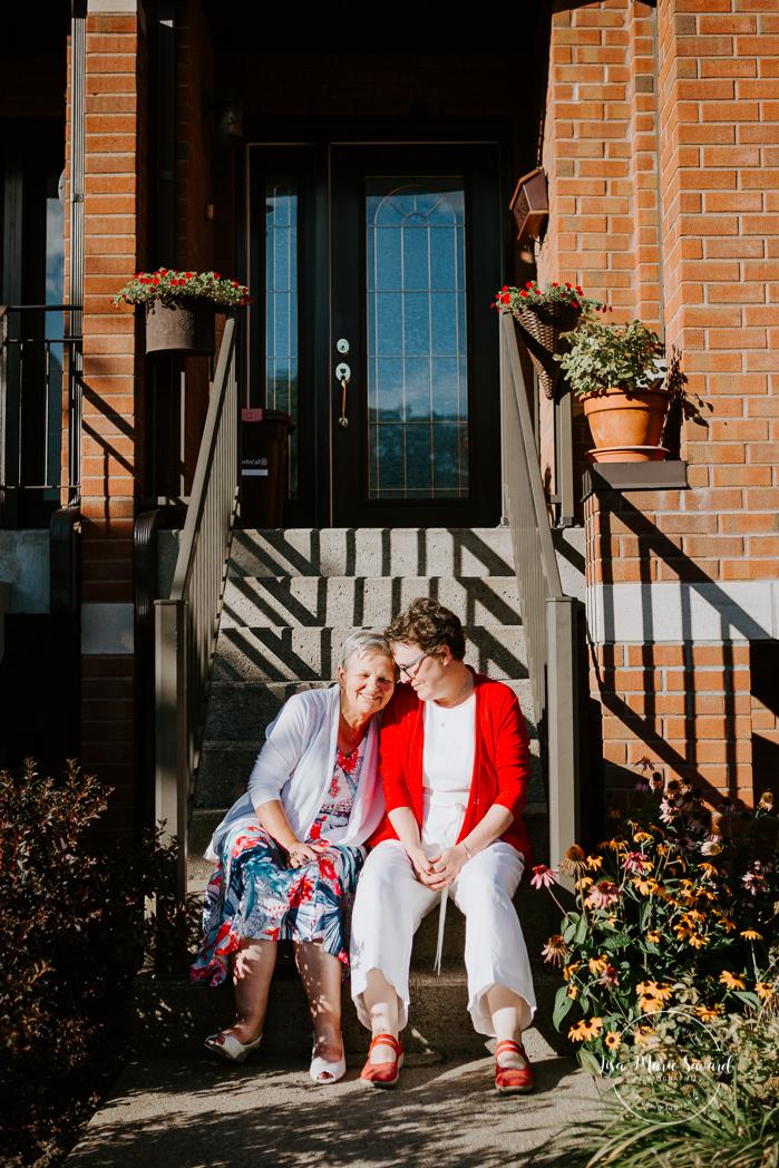 Same sex wedding with older couple. Lesbian wedding with older couple. Older couple photos. Mariage intime à Montréal. Mariage gai avec femmes âgées. Mariage LGBTQ+ à Montréal. Montreal intimate wedding. Montreal same sex wedding