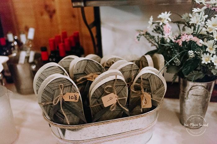 Rustic wedding reception decor. Dancing shoes flip flop station Wedding reception inside wooden cabin sugar shack. Réception de mariage à la Table du Roy cabane à sucre Auberge Le Baluchon. Photographe de mariage à Trois-Rivières