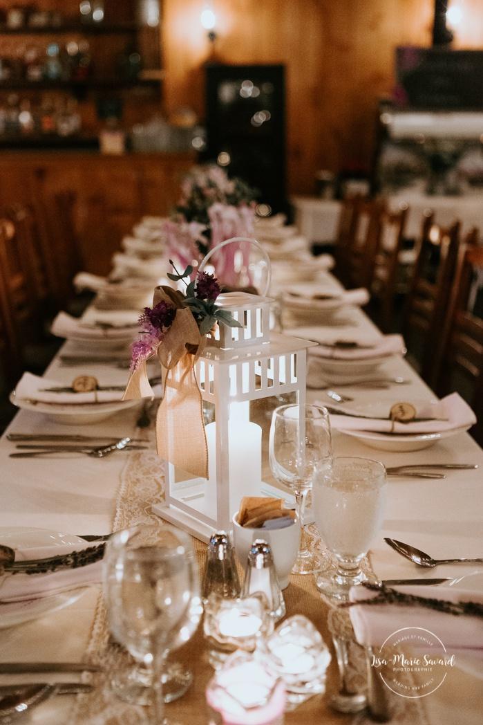 Rustic wedding reception decor. Ikea white lantern center piece. Wedding reception inside wooden cabin sugar shack. Réception de mariage à la Table du Roy cabane à sucre Auberge Le Baluchon. Photographe de mariage à Trois-Rivières