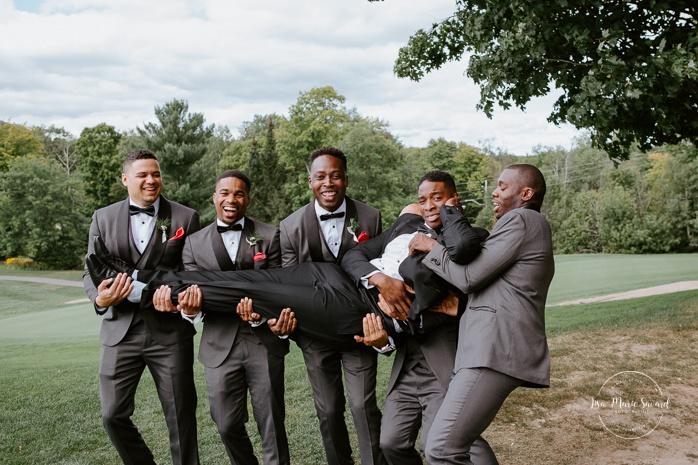 Golf club bridal party photos. Groom and five groomsmen. Photos de mariage au club de golf du Château Montebello. Fairmont Le Château Montebello wedding. Ottawa photographer.