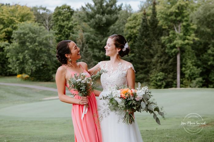 Golf club bridal party photos. Bride and three bridesmaids. Photos de mariage au club de golf du Château Montebello. Fairmont Le Château Montebello wedding. Ottawa photographer.