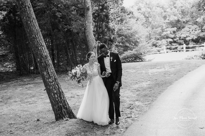 Golf club wedding photos. Photos de mariage au club de golf du Château Montebello. Fairmont Le Château Montebello wedding. Ottawa photographer.