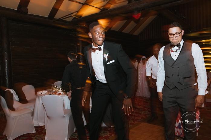 Guests dancing during wedding reception. Salle Héritage Château Montebello. Mariage en Outaouais. Fairmont Le Château Montebello. Ottawa photographer.