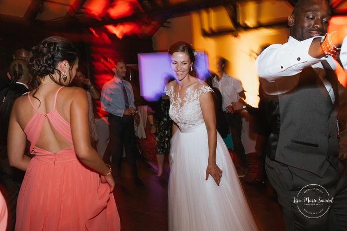 Guests dancing during wedding reception. Salle Héritage. Mariage en Outaouais. Outaouais wedding. Ottawa photographer.