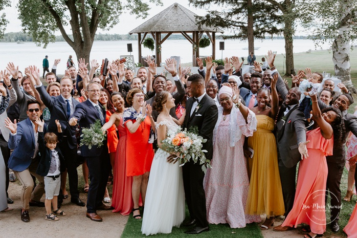 Wedding group picture with guests after ceremony. Mariage en Outaouais. Fairmont Le Château Montebello outdoor wedding. Ottawa photographer.