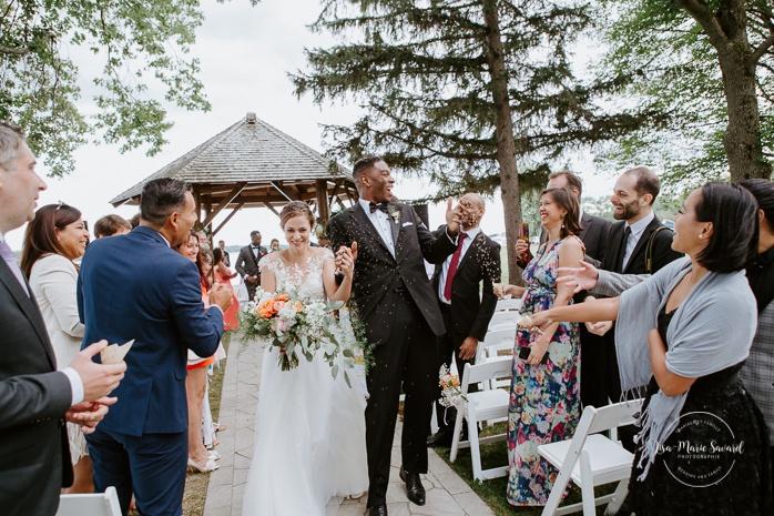 Lavender sprinkle send off outdoor ceremony. Cérémonie de mariage extérieure au Château Montebello. Fairmont Le Château Montebello outdoor wedding. Ottawa photographer.