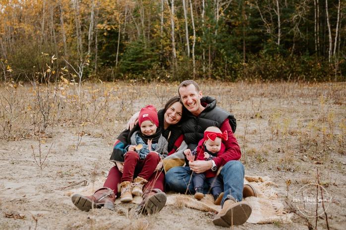 Family photos with boy and girl. Fall mini session. Fall family photos. Photos d'automne à Jonquière. Photographe de famille au Saguenay.