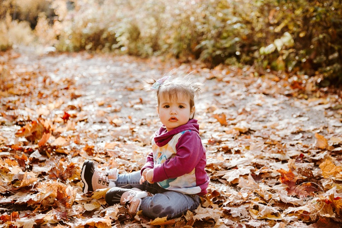 Family photos with boy and twin girls. Fall mini session. Fall family photos. Photos d'automne à Jonquière. Photographe de famille au Saguenay.