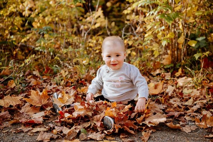Family photos with dog. Fall mini session. Fall family photos. Photos d'automne à Jonquière. Photographe de famille au Saguenay.