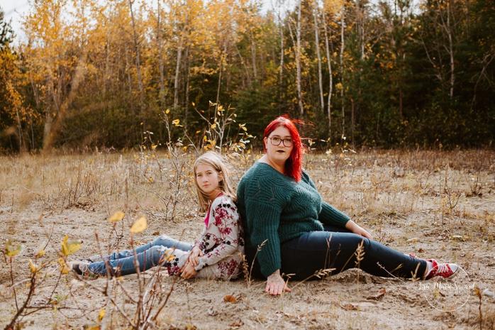 Best friend photos. Sibling photos. Fall family session. Photos d'automne à Jonquière. Photographe de famille au Saguenay.