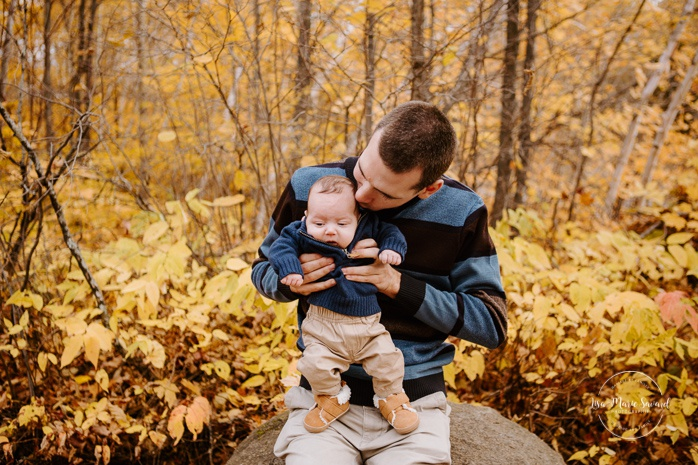 Family photos with three months old. Fall mini session. Fall family session. Photo d'automne à Jonquière. Photographe de famille au Saguenay.