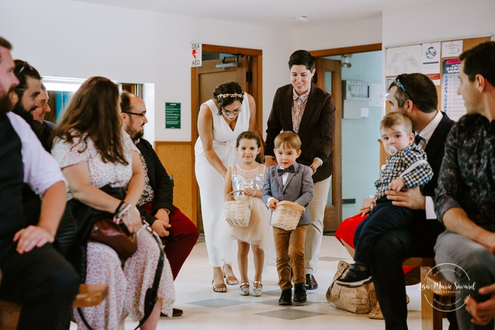 Same sex wedding. Brides walking down the aisle together with flower girl and boy. Intimate summer camp LGBTQ+ wedding. Mariage LGBTQ+ à Montréal. Montreal LGBTQ+ wedding.