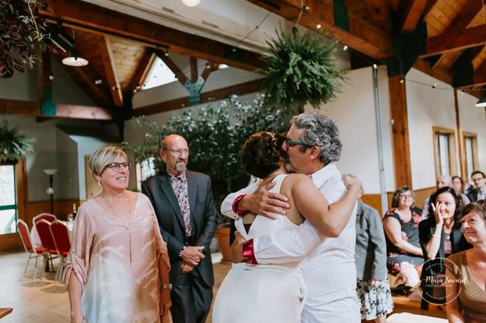 Same sex wedding ceremony. Intimate summer camp LGBTQ+ wedding. Mariage au Cap-Saint-Jacques à Pierrefonds. Mariage LGBTQ+ à Montréal. Montreal LGBTQ+ wedding.