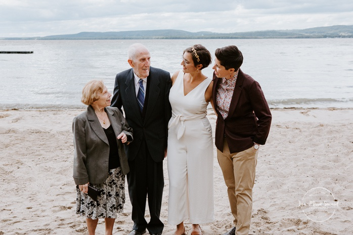 Same sex wedding photos. Two brides with grandparents. Intimate summer camp LGBTQ+ wedding. Mariage LGBTQ+ à Montréal. Montreal LGBTQ+ wedding.