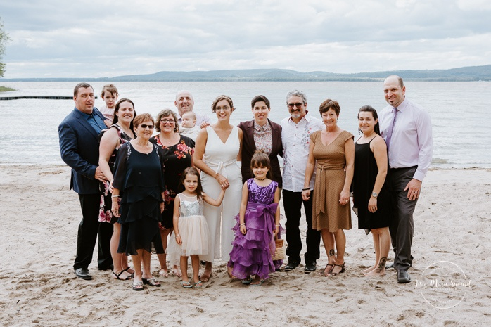 Same sex wedding photos. Two brides with extended family. Intimate summer camp LGBTQ+ wedding. Mariage LGBTQ+ à Montréal. Montreal LGBTQ+ wedding.