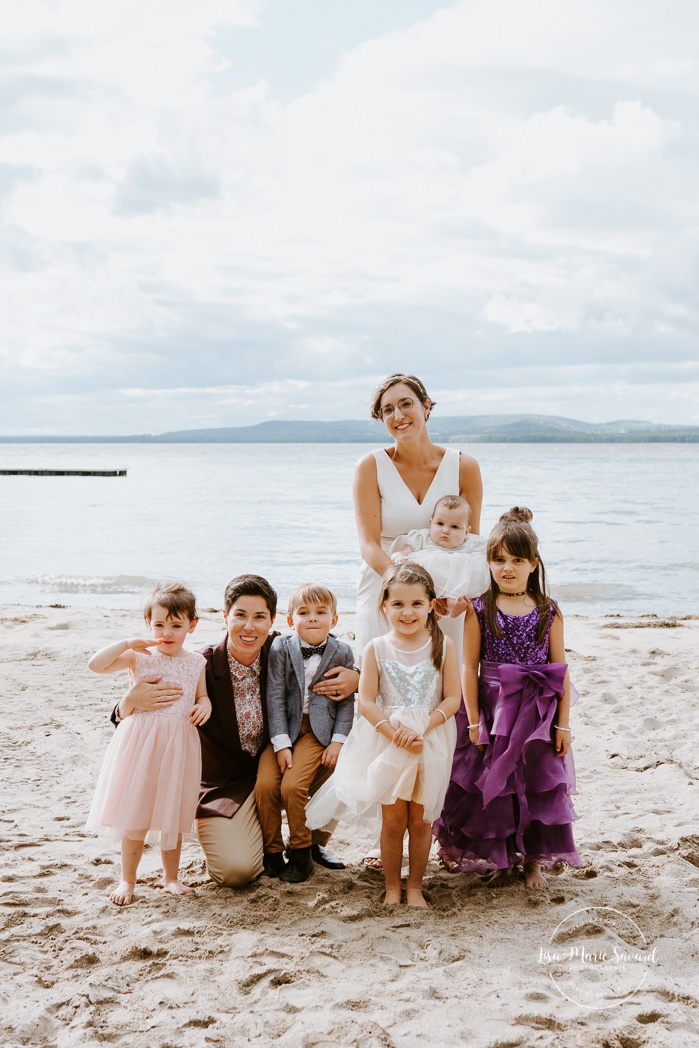 Same sex wedding photos. Two brides with children. Intimate summer camp LGBTQ+ wedding. Mariage LGBTQ+ à Montréal. Montreal LGBTQ+ wedding.