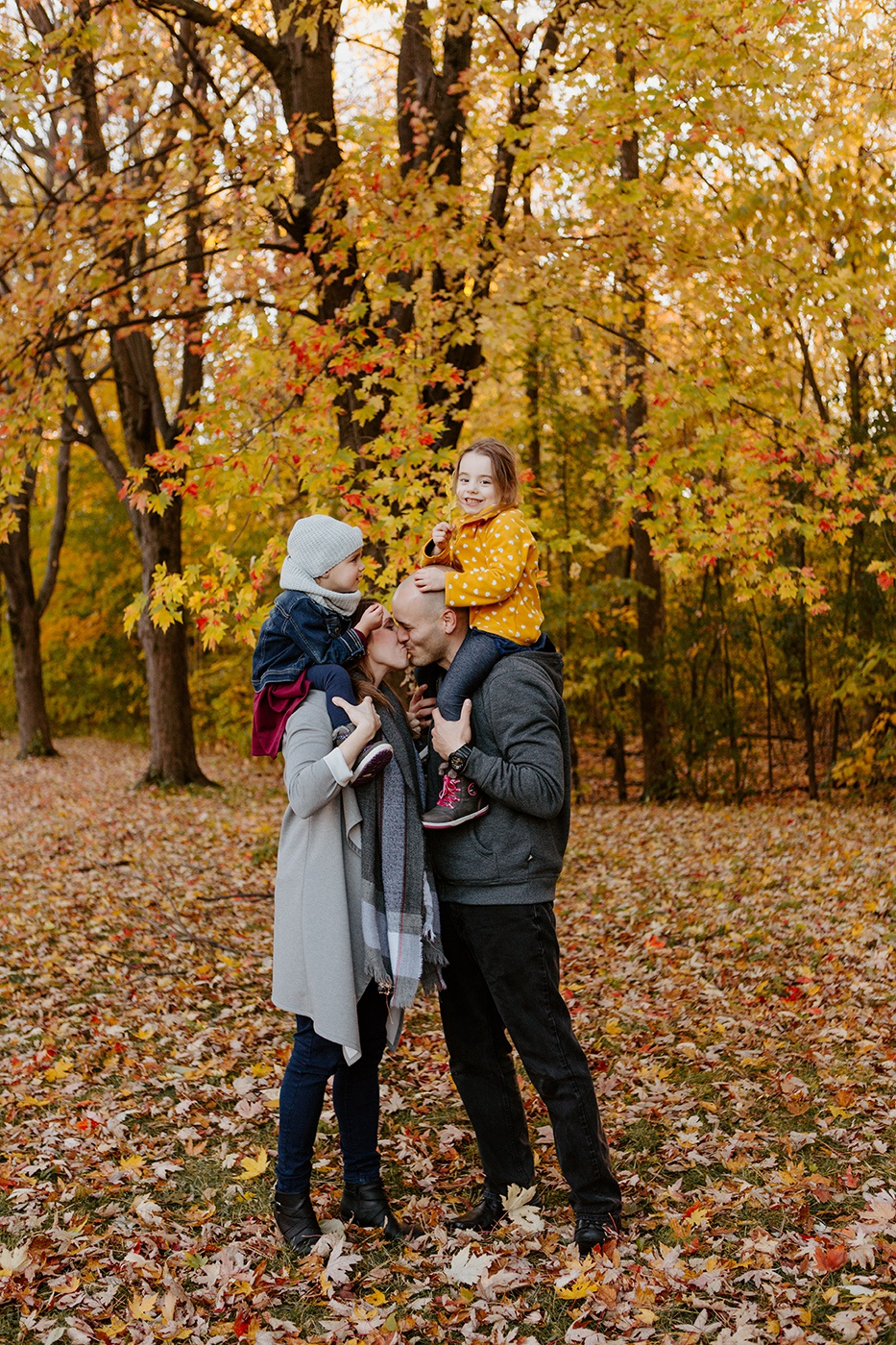 Séance familiale en automne à Montréal. Photoshoot d'automne Montréal. Photographe de famille à Montréal. Montreal family photographer. Montreal fall photoshoot. Lisa-Marie Savard Photographie