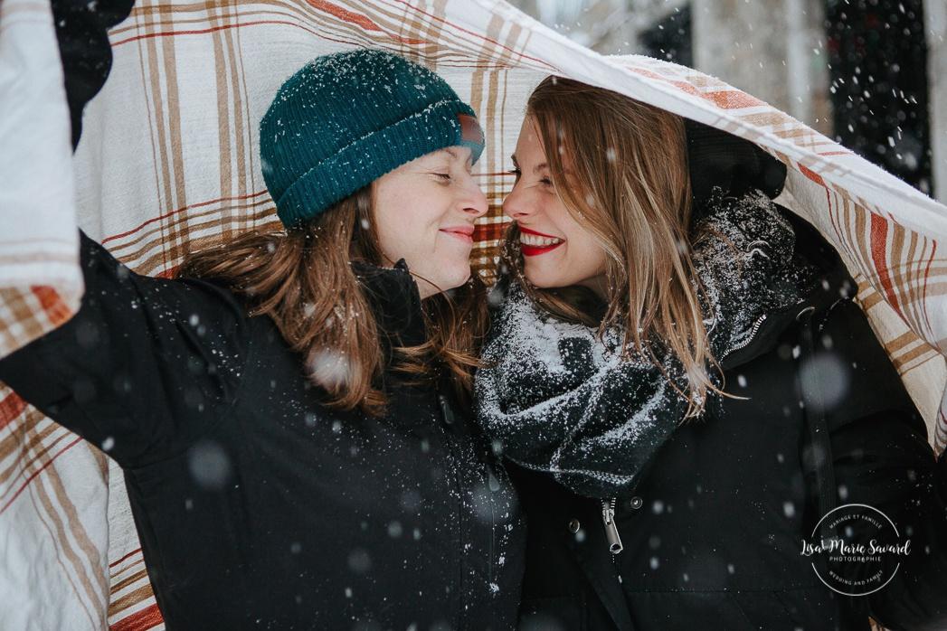 Photos de fiançailles à Montréal. Photos de couple à Montréal. Photographe de fiançailles à Montréal. Séance photo LGBTQ à Montréal. Montreal engagement photographer. Montreal couple photoshoot.