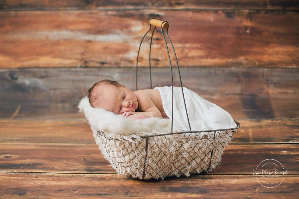 Séance nouveau-né en studio à Montréal. Photos de nouveau-né en studio. Photographe de bébé à Montréal. Montreal newborn photographer. Montreal in-studio newborn photos.
