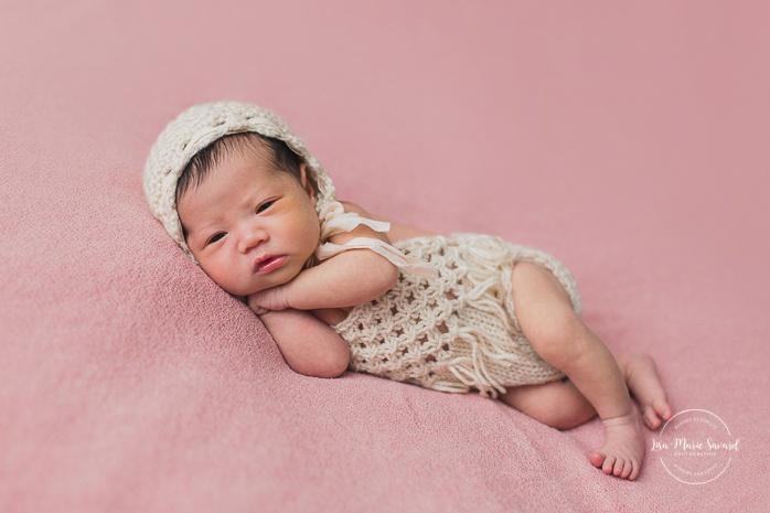 Pink newborn photos. Asian girl newborn photos. Photoshoot de nouveau-né à Montréal. Montreal newborn photoshoot